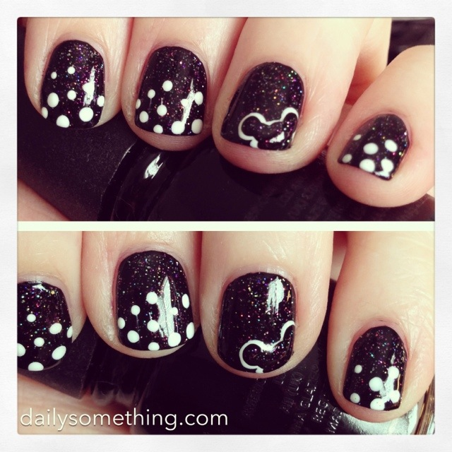 Disneyland Manicure 1 Dots Mickey Mouse Daily Somethingdaily