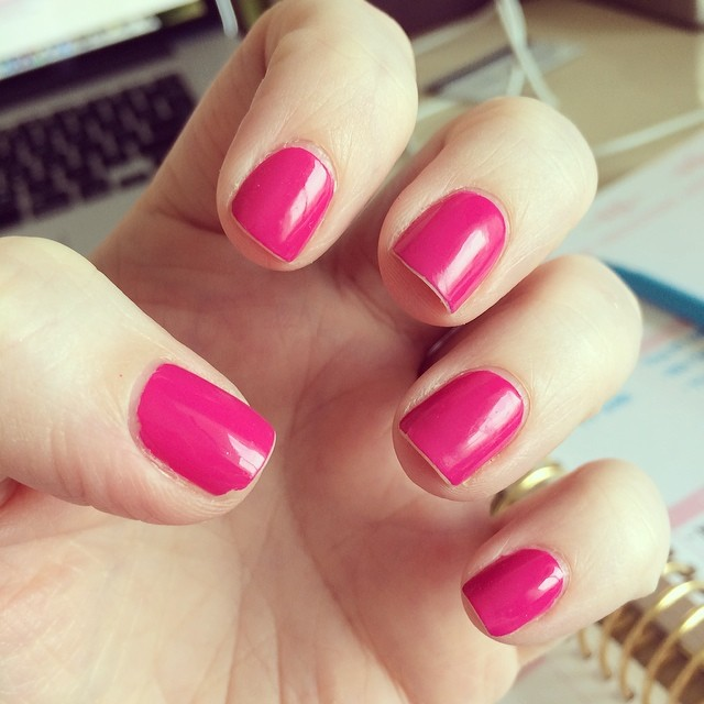 Painted my nails Monday morning and it's lasted this long. Lots of tipwear but minimal chipping. That's Seche Vite topcoat for ya--super strong and shiny, even after 5 days. :) (P.S. The polish color is Nicole by OPI Spring Break).