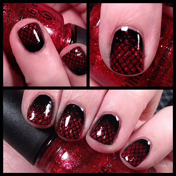 Gothic Glitter Nails. Black with red and red glitter sponging (glitter concentrated on tips). With Konad Soecial Polish in black stamped with plate m57. Hmm... Also makes me think of Twilight & vampires. LOL!